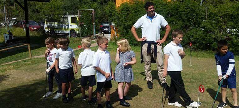 Gabriel tilbyr gratis golf til barn og eldre!