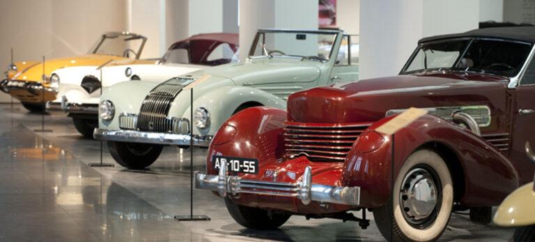Museet som byr på flotte biler, vintage fashion og alternativ kunst
