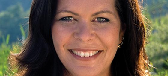 Pernille Damore som startet detox-bølgen i Danmark, bor i dag i Spania. Hun er utdannet heilpraktiker og en erfaren holistisk behandler. Underviser på kurser og workshops , har behandlingsopphold i Spania  og er forfatter av fler bøker.