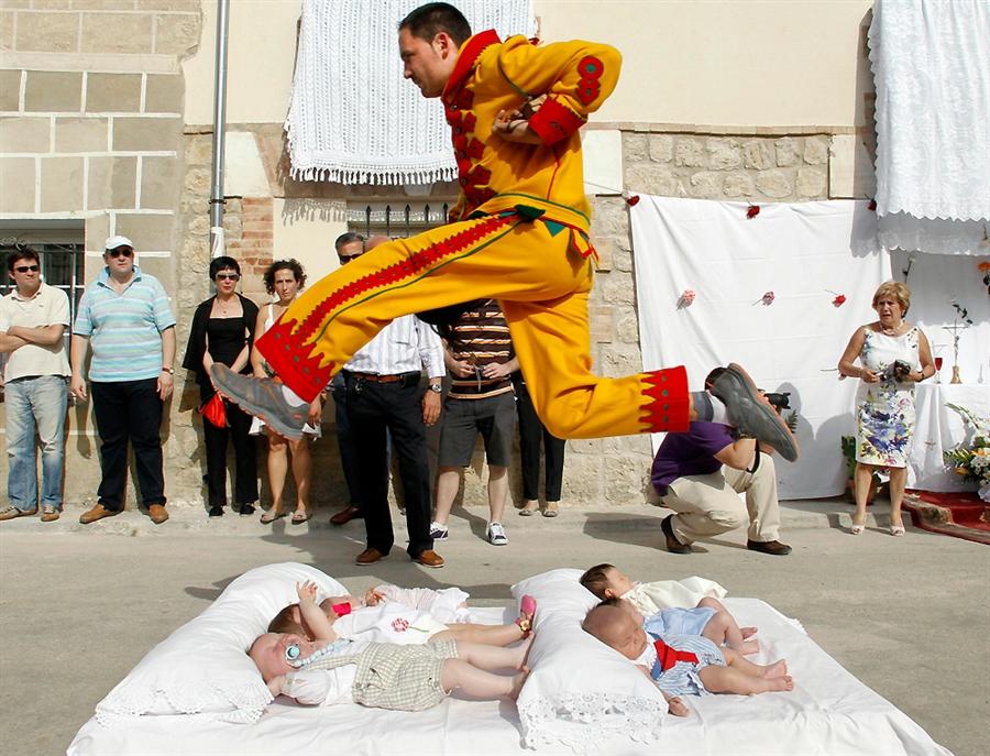 Baby-hopping, El Colacho