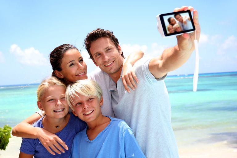 Tenk deg om før du deler feriebilder på Facebook