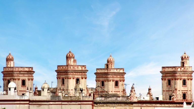 4 tårn, ett hotell og en kunstner med visjoner - La Casa de las Cuatro Torres
